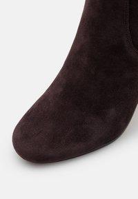 MICHAEL Michael Kors - LEIGH BOOT - Vysoká obuv - chocolate - 6