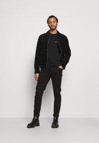 YAVI ARCHIE - Print T-shirt - black - 1