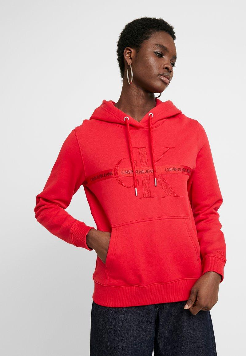 Calvin Klein Jeans - TAPING THROUGH MONOGRAM HOODIE - Hoodie - racing red