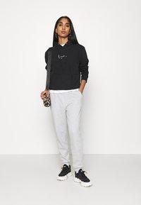 Karl Kani - SMALL SIGNATURE HOODIE - Sweatshirt - black - 1