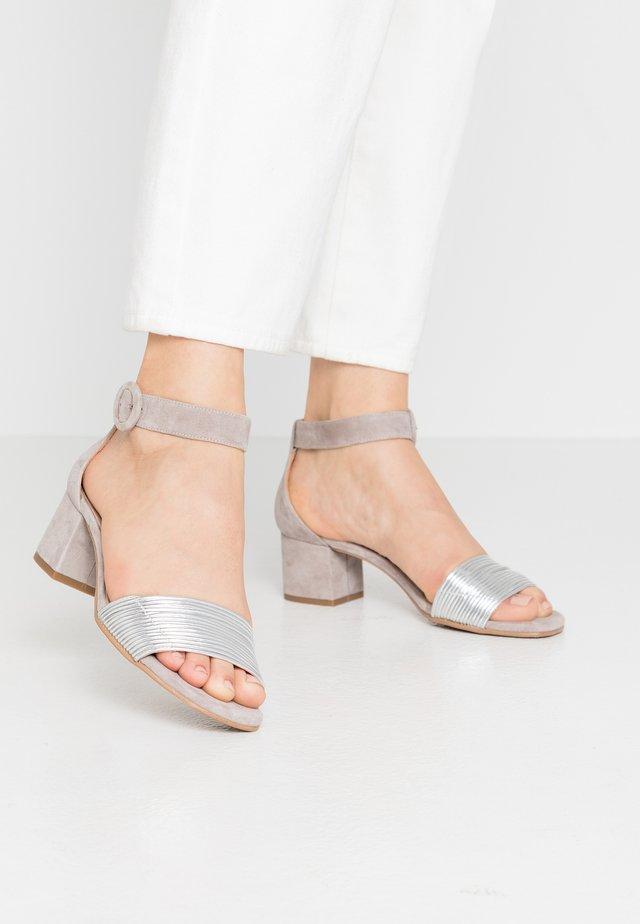 ERICA NEW - Sandals - plata/light