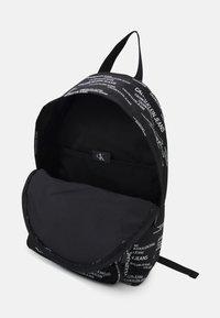 Calvin Klein Jeans - CAMPUS URBAN UNISEX - Batoh - black - 2