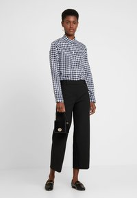 J.CREW TALL - CLASSIC FIT BOY IN CRINKLE GING - Button-down blouse - classic navy - 1