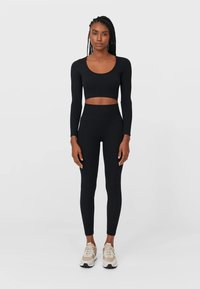 Stradivarius - NAHTLOSE - Leggings - Trousers - black