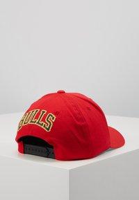 Mitchell & Ness - NBA BULLION SNAPBACKCHICAGO BULLS - Caps - red - 3