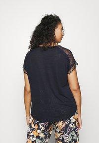 ONLY Carmakoma - CARCELINE MIX - T-shirts med print - night sky - 2