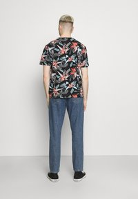 Only & Sons - ONSKLOP LIFE TEE - T-shirt con stampa - black - 2