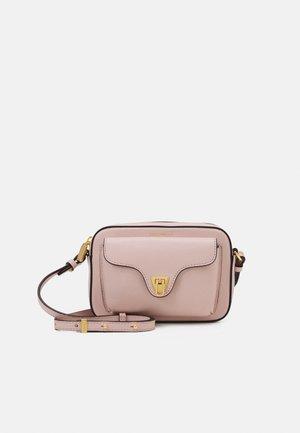 BEAT SOFT MINI CROSSBODY BAG - Taška spříčným popruhem - new pink