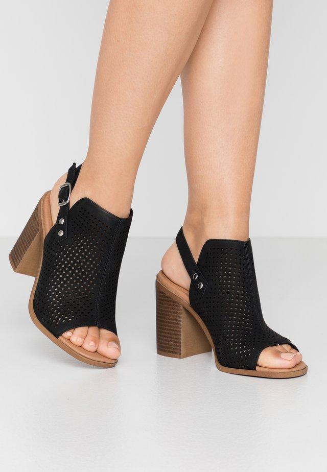 WIDE FIT PARROT - Sandály na vysokém podpatku - black