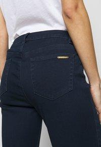 MICHAEL Michael Kors - SELMA SKINNY - Jeans Skinny Fit - twilight wash - 5