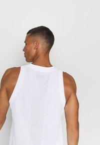 Jordan - AIR  - Sports shirt - white/infrared - 4