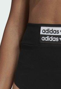 adidas Originals - BOY PANTS - Shorts - black - 3