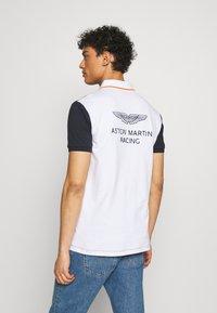 Hackett Aston Martin Racing - AMR MULTI SS - Koszulka polo - navy/white - 2