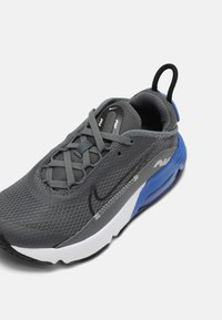 Nike Sportswear - AIR MAX 2090 UNISEX - Sneakers laag - iron grey/black/game royal/white - 6