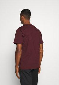 Carhartt WIP - UNIVERSITY SCRIPT  - Basic T-shirt - bordeaux/white - 2