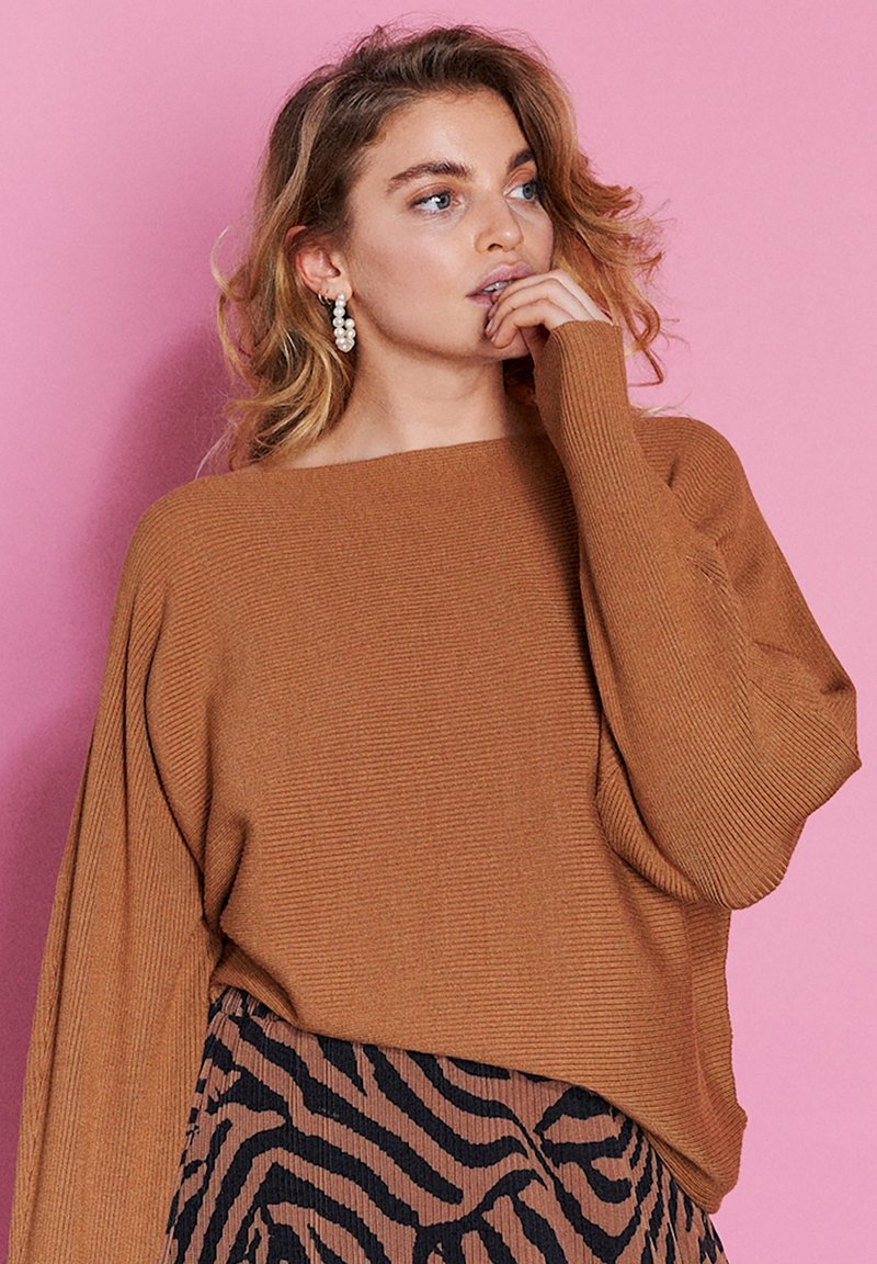Catwalk Junkie - Jumper - brown