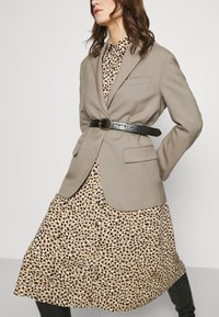 Dorothy Perkins - DRESS - Shirt dress - camel - 4