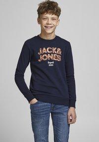 Jack & Jones Junior - JORLEFO - Collegepaita - navy blazer - 0
