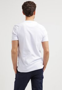 Lyle & Scott - Basic T-shirt - white - 2
