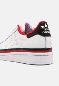 adidas Originals - SUPERSTAR UNISEX - Trainers - white/core black - 6