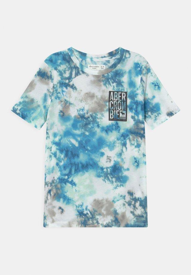 BACKHIT LOGO DYE EFFECT - T-shirt med print - blue