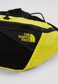 The North Face - LUMBNICAL S UNISEX - Bältesväska - lemon/black - 4