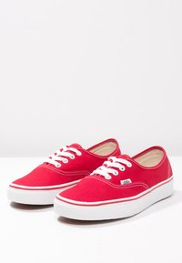 Vans - AUTHENTIC - Skateboardové boty - red - 2