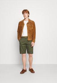 Scotch & Soda - FAVE CARGO - Shorts - army - 1