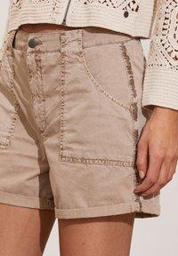 Odd Molly - HEATHER - Shorts - light taupe - 3