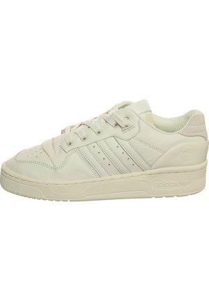 RIVALRY LOW SNEAKER HERREN - Trainers - own white/onyx white/footwear white