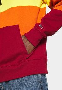 Tommy Jeans - HALF ZIP COLORBLOCK HOODIE - Sweat à capuche - wine red/multi - 5