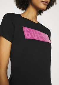 Guess - ADRIA TEE - T-shirt con stampa - jet black - 4