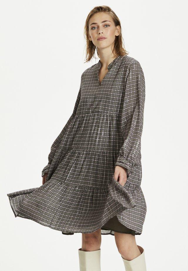EANGKB - Korte jurk - capers rose check