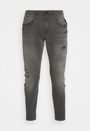 ANBASS HYPERFLEX BROKEN AND REPAIR - Slim fit -farkut - medium grey