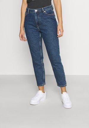 ONLJAGGER LIFE HIGH MOM ANKLE - Slim fit jeans - dark medium blue denim