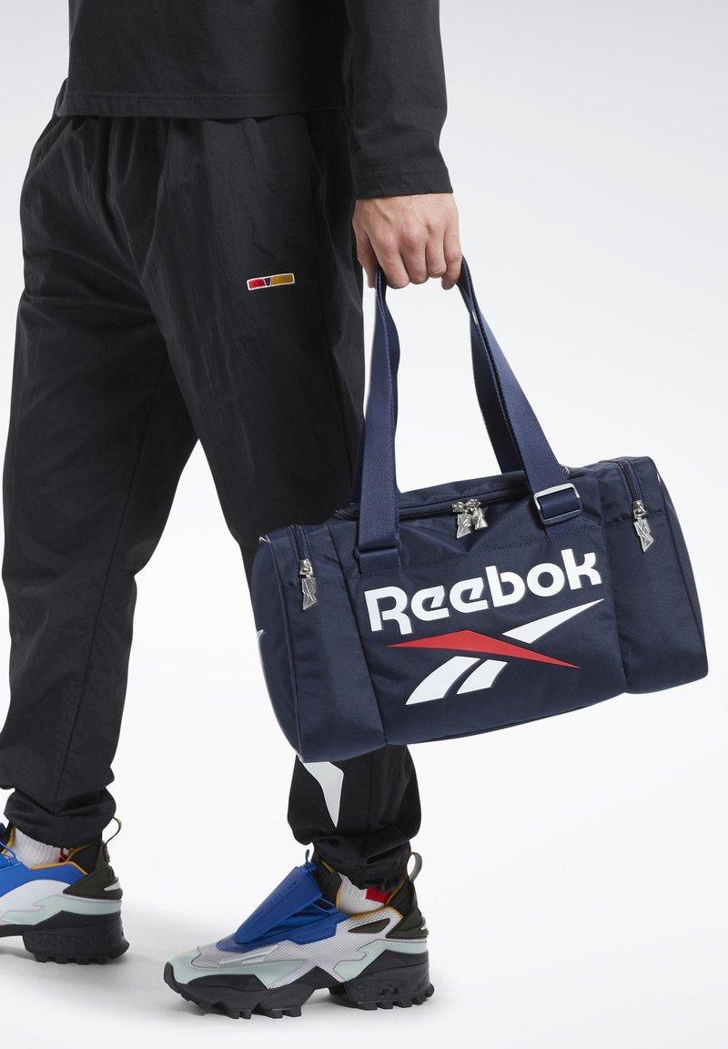 Reebok Classic - CLASSICS ARCHIVE GRIP XS BAG - Sports bag - blue