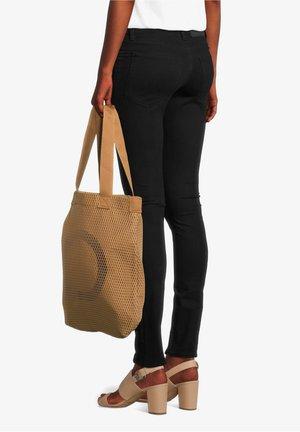 MIT AUFDRUCK - Tote bag - brown/black