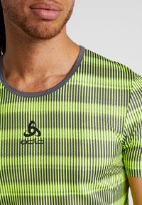 ODLO - CREW NECK ZEROWEIGHT - T-Shirt print - safety yellow/odlo graphite grey - 4