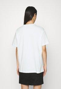 Nike Sportswear - T-shirts - barely green/white - 2