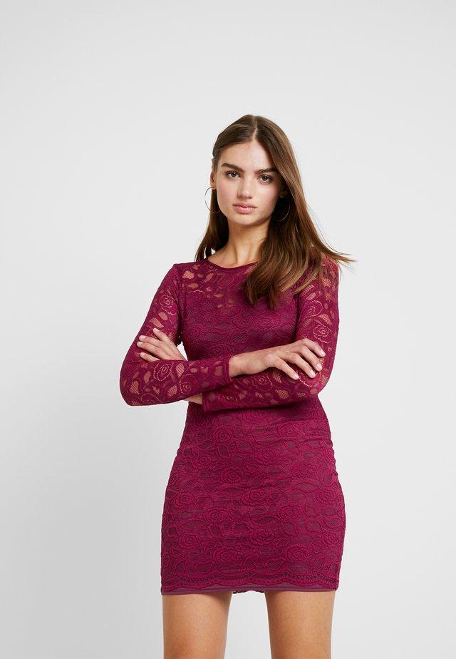 FRIDAY OPEN BACK LONG SLEEVED BODYCON MINI DRESS - Vestido de cóctel - burgundy
