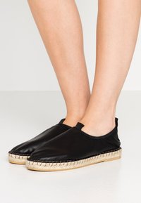 Filippa K - JOANNA STRETCH  - Espadrilky - black - 0