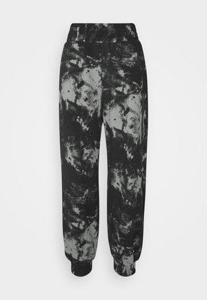 OVERSIZED HIGH RISE - Teplákové kalhoty - black/grey