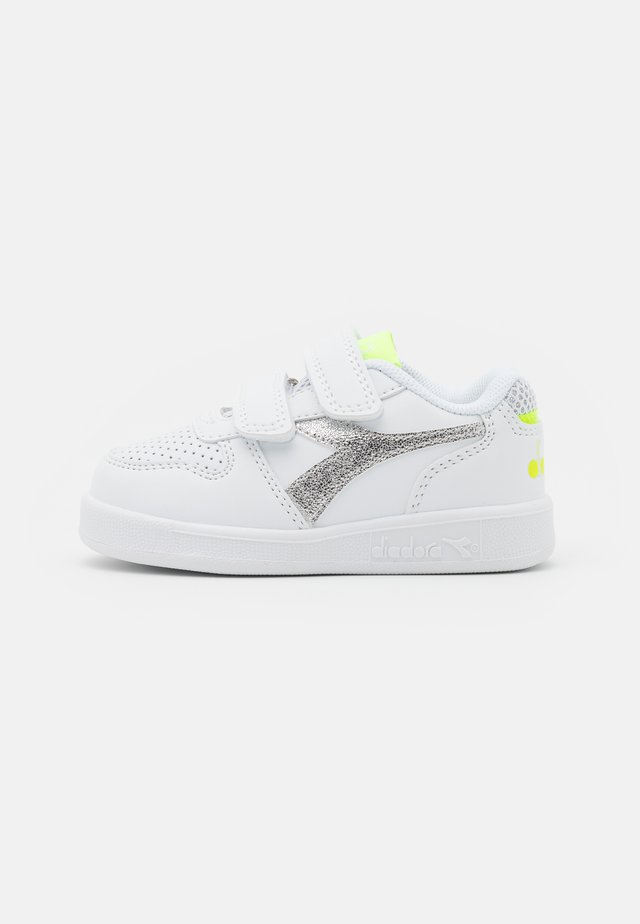 PLAYGROUND GIRL - Scarpe da fitness - white/yellow fluo