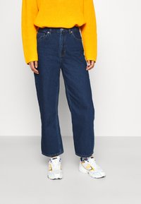 Monki - MOZIK NEW RINSE - Relaxed fit jeans - blue medium dusty - 0