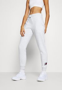 Tommy Hilfiger - CUFFED FLAG LOGO - Spodnie treningowe - white - 0