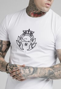 SIKSILK - PRESTIGE EMBROIDERY GYM TEE - T-shirt med print - white - 4