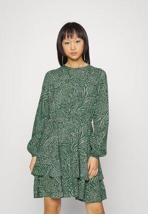 VMVILBA O-NECK DRESS - Jurk - dark green melange