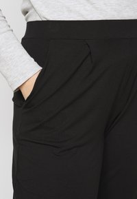CAPSULE by Simply Be - TAPERED LEG TROUSERS 2 PACK  - Trousers - black/grey - 5