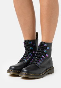 Dr. Martens - 1460 PASCAL - Lace-up ankle boots - black aunt sally - 0