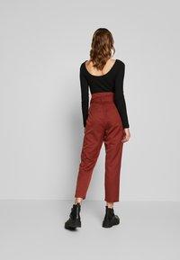 Noisy May - NMROBERT PANT - Trousers - burnt henna - 2